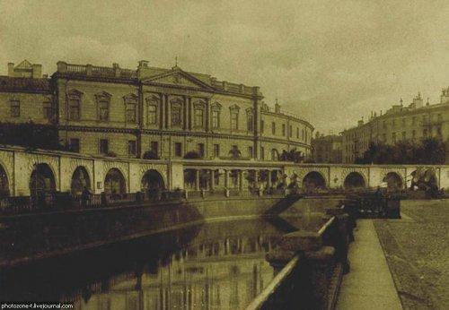 Наб. канала Грибоедова, дом 30-32. Здание Государственного Ассигнационного банка. Фото 1900-1910 годов.