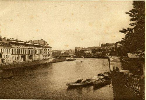Наб. реки Фонтанки, дом 21. «Вид на Фонтанку с Аничкова моста». Открытка 1929 года.