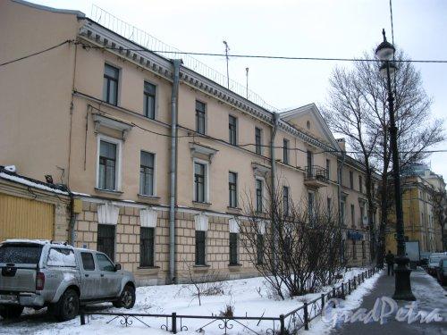 Наб. Лейтенанта Шмидта, дом 19. Фасад со стороны набережной. Фото январь 2013 г.