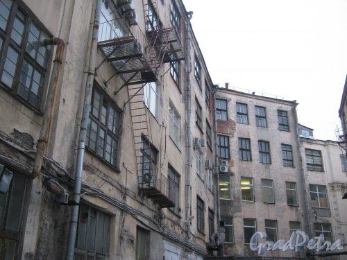 Наб. р. Смоленки, дом 4. Общий вид здания со стороны внутреннего двора. Фото 12 февраля 2013 г.