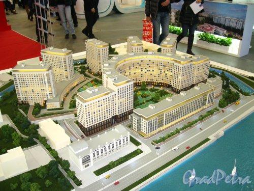 Макет жилого комплекса «RIVERSIDE», представленный  SeltCity Development на XXVI Ярмарке Недвижимости в «Ленэкспо» 1-3 марта 2013 года. Вид со стороны акватории Невы. Фото 3 марта 2013 г.