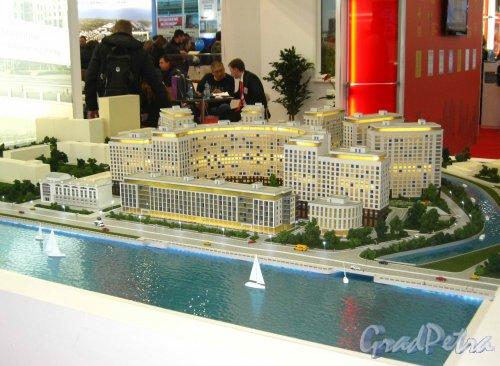Макет жилого комплекса «RIVERSIDE», представленный  SeltCity Development на XXVI Ярмарке Недвижимости в «Ленэкспо» 1-3 марта 2013 года. Фото 3 марта 2013 г.