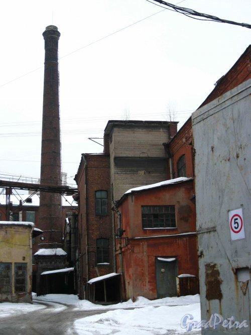 Набережная реки Карповки, дом 27, литера Б. Вид с набережной. Фото 8 февраля 2013 г.