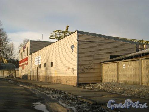 Набережная реки Волковки, дом 19. Ангар металлобазы «Волковка». Фото 8 марта 2013 г.