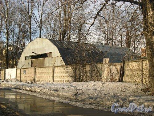 Набережная реки Волковки, дом 21. Общий вид ангара. Фото 8 марта 2013 г.
