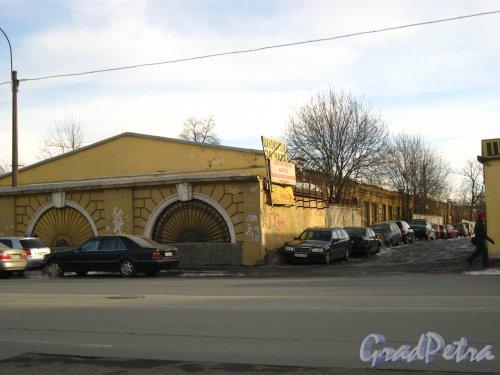 Набережная Обводного канала, дом 108, литера А. Общий вид корпуса с набережной. Фото 8 марта 2013 г.