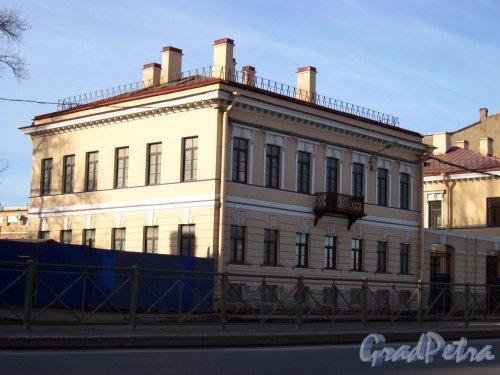 Синопская набережная, дом 68. Общий вид здания после реставрации. Фото 17 марта 2013 г.
