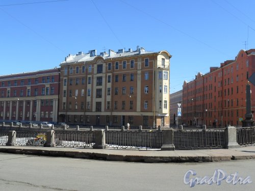 Набережная канала Грибоедова, дом 178. Угол набережной канала Грибоедова и улицы Садовой. Фото 21 апреля 2013 г.