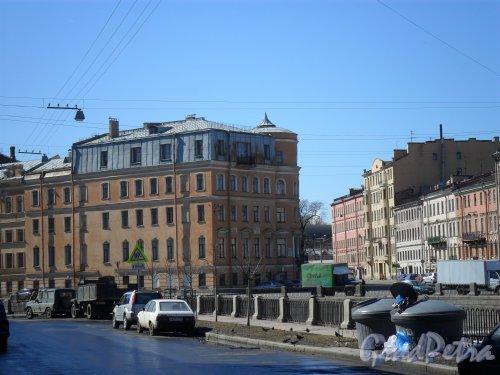 Набережная канала Грибоедова, дом 135-137. Угол набережной канала Грибоедова и проспекта Римского-Корсакова. Фото 21 апреля 2013 г.