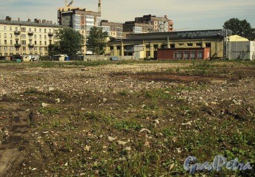 Наб. Адмирала Лазарева, д. 22. Территория после сноса корпусов завода «Вулкан». Фото июнь 2010 г.