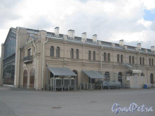 Наб. Обводного кан., дом 118, литера С. Фрагмент здания бывшего Варшавского вокзала. Фото 30 мая 2013 г.