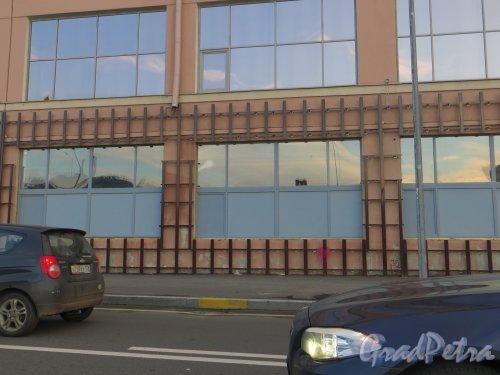 Пироговская наб., дом 13. Начало фасадных работ. Фото 7 ноября 2013 года.