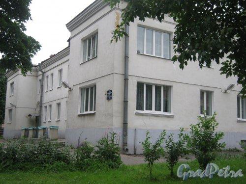 Наб. Обводного канала, дом 65. Общий вид здания с ул. Черняховского. Фото 14 июня 2013 г.