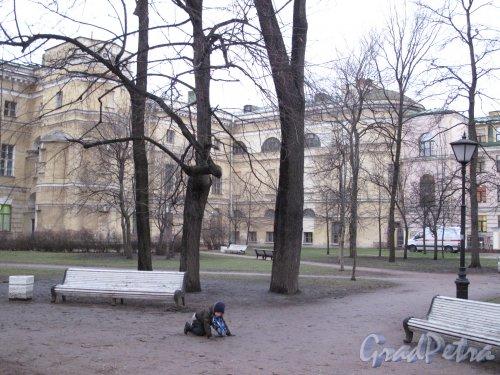 наб. реки Фонтанки, д. 36. Екатерининский институт. Боковые корпуса со стороны сада. Фото 2-пол. декабря 2013 г.