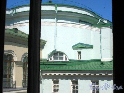 Дворцовая наб., д. 32. Эрмитажный театр. Вид из окна Нового Эрмитажа. Фото май 2008 г.