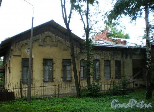 Свердловская наб., д. 38, лит. В. Фрагмент западного фасада. Фото июнь 2009 г.