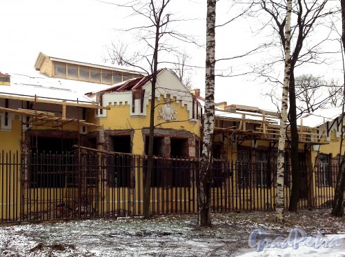 Свердловская наб., д. 38, лит. В. Фрагмент западного фасада. Фото январь 2014 г.