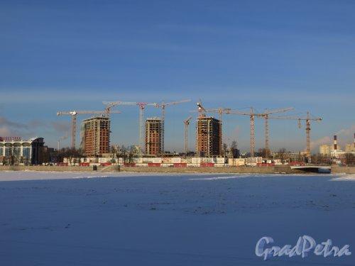 Ушаковская наб, дом 3. Строительство многофункционального комплекса «RIVERSIDE». Общий вид. Фото 24 января 2014 г.