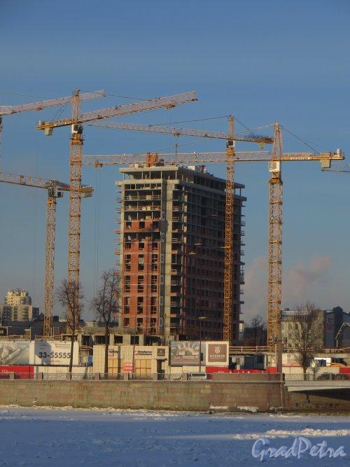 Ушаковская наб, дом 3. Строительство многофункционального комплекса «RIVERSIDE». Правый высотный корпус (со стороны Черной речки). Фото 24 января 2014 г.