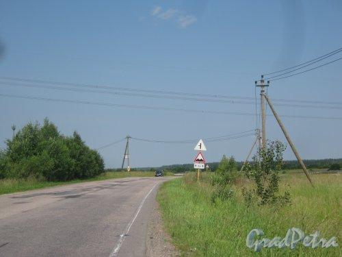 Лен. обл., Гатчинский р-н., деревня Ковшово. Вид с шоссе Ковшово - Вырица в сторону начала деревни. Фото 5 июля 2013 г.