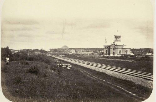 Церковь около Николаевской дороги (Между станциями Бурга и Волхов). Фото из альбома «Виды Николаевскойжелезной дороги»