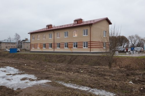 Лен. обл., Ломоносовский район, поселок Аннино. Новый жилой дом на 8 семей. Фото 2013 г.