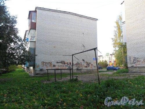 Поселок Решетниково, дом 11. Фото 2 октября 2013 года.