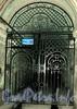 Ул. Чехова, д. 3. Доходный дом В. Ф. Краевского. Решетка ворот. Фото октябрь 2009 г.