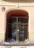 Наб. реки Фонтанки, д. 85. Доходный дом Юсуповых. Решетка ворот. Фото февраль 2010 г.