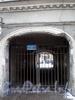Владимирский пр., д. 7. Решетка ворот. Фото март 2010 г.