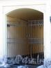 Бол. Конюшенная ул., д. 5. Доходный дом М. И. Пущина. Решетка ворот. Фото март 2010 г.