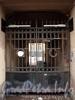 Манежный пер., д. 7 (левая часть).  Решетка ворот. Фото март 2010 г.
