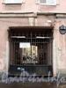 Манежный пер., д. 9. Бывший доходный дом. Решетка ворот. Фото март 2010 г.