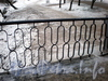 Фрагмент ограды Андреевского пешеходного моста через реку Смоленку. Фото декабрь 2009 г.