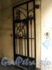 Апраксин пер., д. 10-12 (правая часть). Решетка створки правых ворот. Фото июль 2010 г.