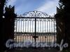 Дворцовая наб., д. 6. Мраморный дворец. Ворота ограды дворцового сада. Фото июнь 2010 г.
