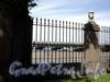 Дворцовая наб., д. 6. Мраморный дворец. Фрагмент ограды дворцового сада. Фото июнь 2010 г.