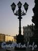 Фонарь у памятника Николаю I на Исаакиевской площади. Фото апрель 2005 г.