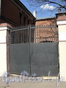 Ворота между корпусами домов 10 и 12 по Рузовской улице. Фото май 2010 г.