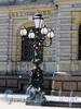 Соляной пер., д. 15. Бронзовый фонарь-торшер перед входом в музей при Центральном училище технического рисования барона А. Л. Штиглица. Фото август 2010 г.