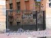 Гагаринская ул., д. 12. Ограда между корпусами. Фото сентябрь 2010 г.
