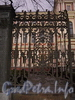 Пл. Труда, д. 4. Николаевский дворец (Ксенинский институт, Дворец Труда). Створка ворот. Фото май 2010 г.