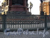 Ограда памятника Николаю I на Исаакиевской площади. Фото апрель 2005 г.