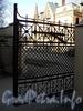 Ул. Писарева, д. 1. Створка ворот ограды. Фото апрель 2011 г.