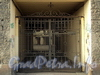 Ул. Блохина, д. 33 (правая часть). Решетка ворот. Фото апрель 2011 г.
