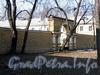 Наб. Малой Невки, д. 1. Комплекс Каменноостровского дворца. Ограда хозяйственного двора. Фото апрель 2011 г.