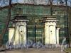 Наб. Малой Невки, д. 1. Каменноостровский дворец. Главные ворота. Фото апрель 2011 г.