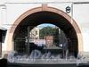 Чебоксарский пер., д. 2. Ворота арки во внутренний двор. Фото август 2011 г.