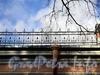 Ул. Ивана Черных, д. 23. Фрагмент декоративной решетки на крыше здания. Фото сентябрь 2011 г.