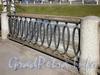 Фрагмент ограждения набережной Черной речки. Фото апрель 2010 г.